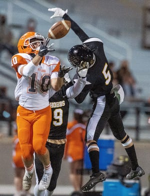 Artesia's Braxton McDonald catches a pass in the season-finale on March 26. McDonald scored one touchdowns and was 3-3 on extra points. Hobbs won, 56-27.