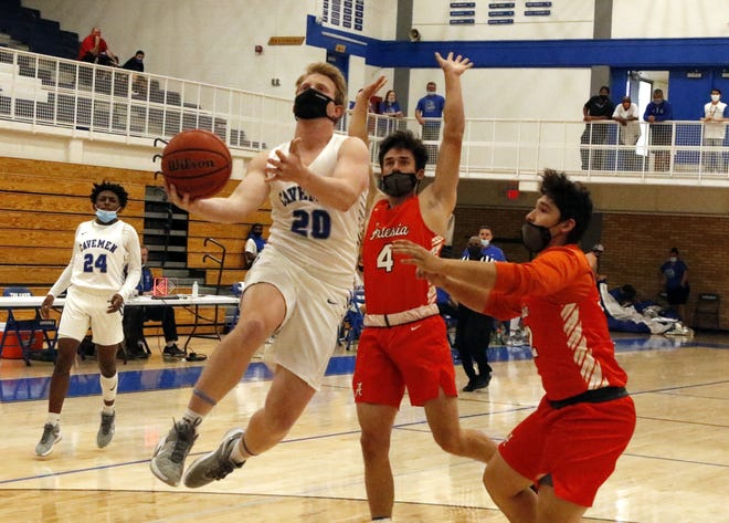 Photo highlights of Carlsbad vs. Artesia basketball on April 3, 2021. The Carlsbad Cavemen and Cavegirls swept the Bulldogs and Lady Dogs.
