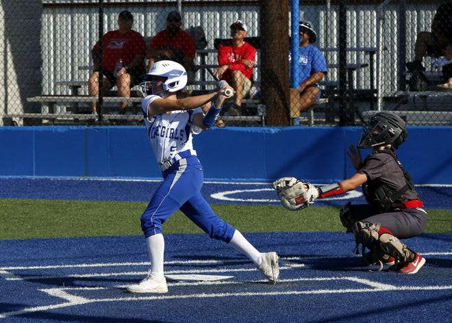 Carlsbad's Grace Aragon hit a walk-off home run in the bottom of the 7th inning to help the Cavegirls beat Los Lunas, 4-3 in the 5A state semifinals.