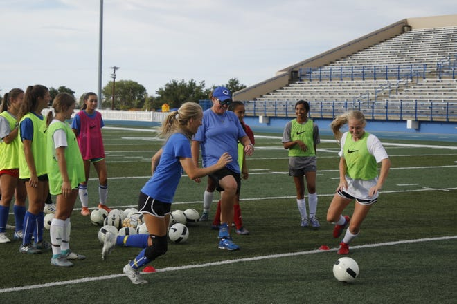 Carlsbad girls coach Misty Long, center, starts off an explosiveness drill between Jessica Munro, left, and Emily Hervol, right, during practice on Sept. 9, 2019.