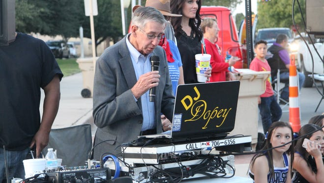 Carlsbad Mayor Dale Janway speaks at the first Heritage Fest Wednesday, Oct. 18, 2017.