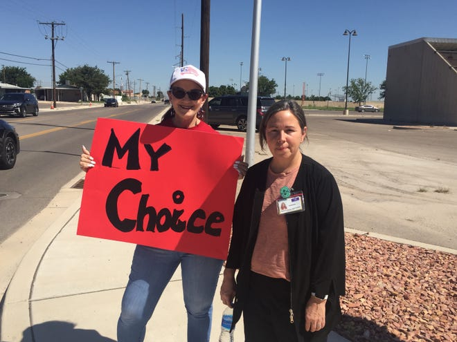 Selah Perkins, left, and Vanessa Harvey protest in Artesia on Wednesday, Aug. 25, 2021 against mandates from Gov. Michelle Lujan Grisham ordering healthcare workers to receive COVID-19 shots.